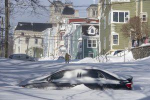 76 см сняг в Канада, армията помага на жителите (снимки, видео)