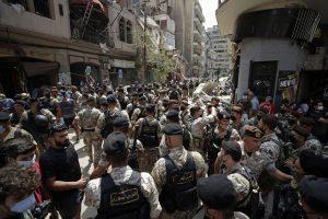 В опустошения Бейрут Макрон призова за