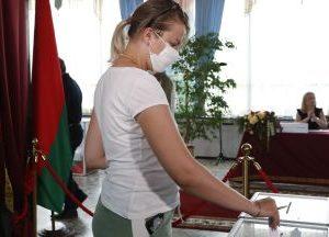 Лукашенко води убедително в президентските избори в Беларус