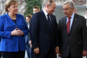 Меркел и Гутериш си говориха на руски с Путин в Берлин (видео)