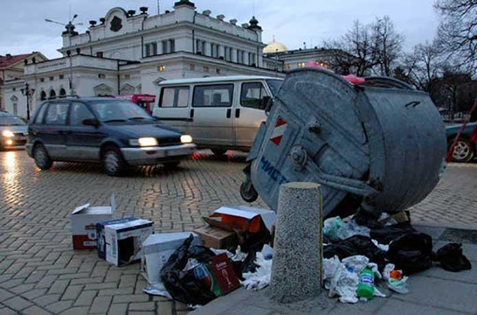 Градовете ни тънат в разпилени боклуци и всякаква мърсотия