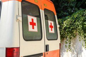 Линейка с дете обикаля с часове по болниците в София
