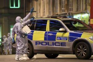Мъж е намушкан с нож в джамия в Северен Лондон