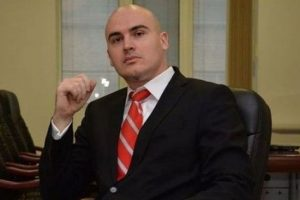 Обвиненият в плагиатство Петър Илиев: Имам пълното доверие и подкрепа на Слави Трифонов
