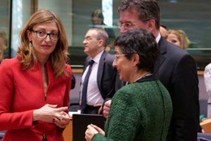 Отношенията ни с Русия са добри, смята Екатерина Захариева