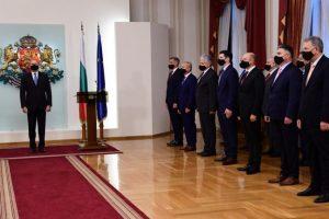 Президентът представи новия служебен кабинет (видео)