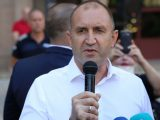Президентът Румен Радев поиска оставка на правителството и на главния прокурор